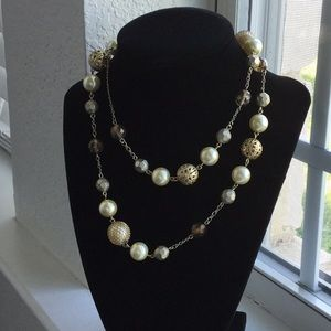 Pearl Necklace with Gold Accents✨